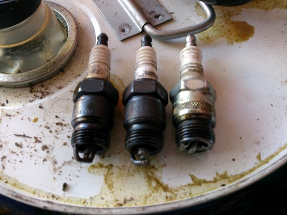 Ford 200 Sparkplugs